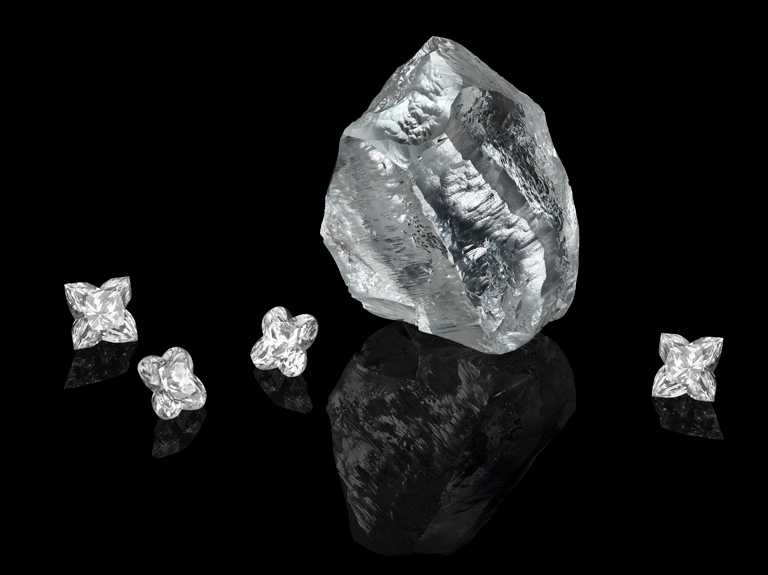 被命名為「Sethunya」的鑽石原石,重達549克拉,具約10至20億年的歷史。(圖╱LV提供)
