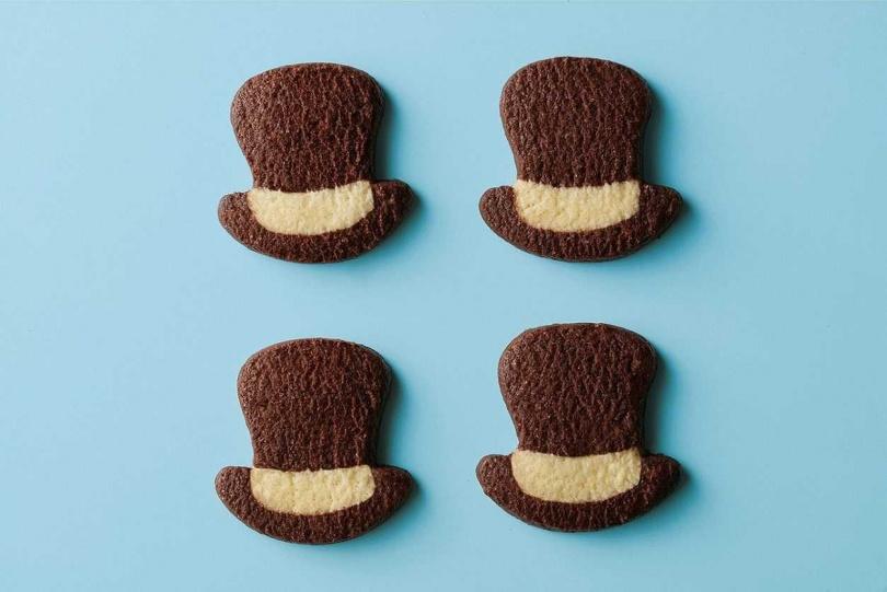 禮盒內含以「瘋帽子」為靈感設計的經典高禮帽造型餅乾。(圖/Aunt Stella詩特莉提供)
