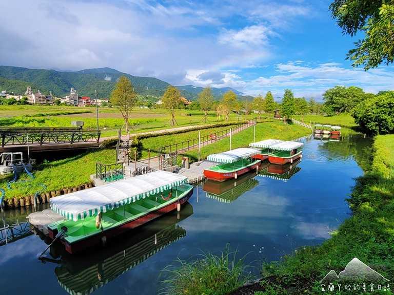 冬山舊河道旁可以搭電動小船,順遊生態綠洲園區。(圖片提供:宜蘭ㄚ欣的美食日誌)