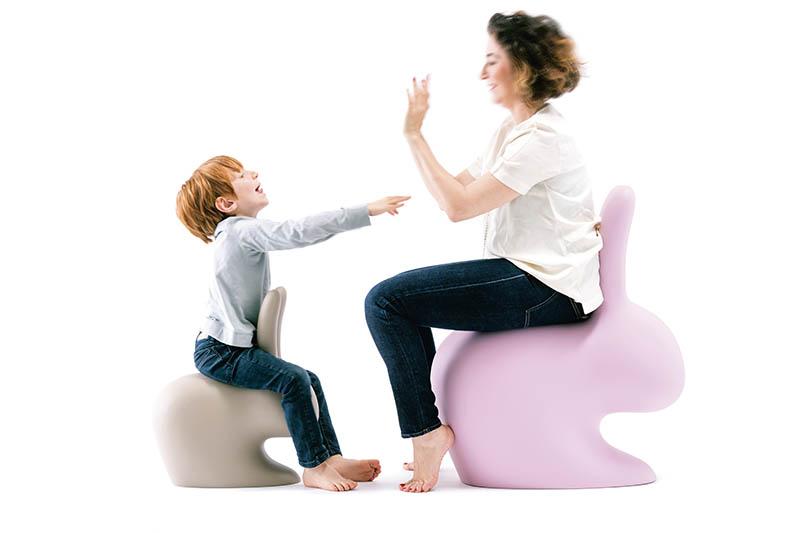 兔子在西方國家象徵愛、幸運、豐饒之意,造型可愛的「Rabbit Chair」一發表就獲得極大成功,售價189歐元(約新台幣6,545元)。