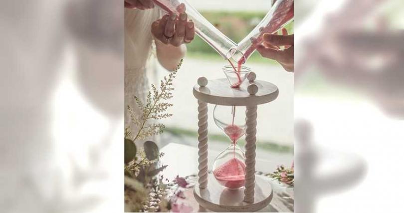 婚禮儀式中的匯沙儀式,代表兩人終成眷屬。