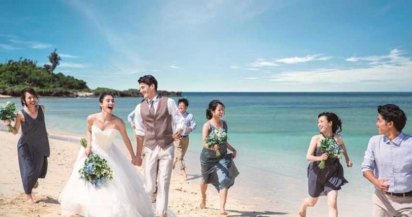 蔚藍海景、白色沙灘,還能與親友一起享受一趟沖繩旅遊樂趣。