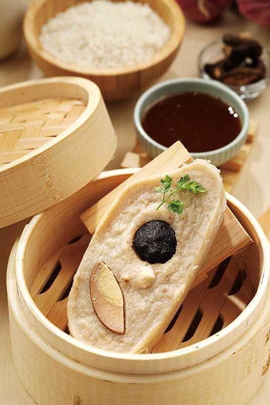 「虱目魚里肌碗粿」使用具產銷履歷的虱目魚柳、台中秈197號在來米、新社香菇。(60元)(圖/于魯光攝)
