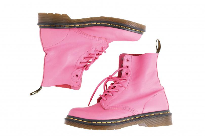 Dr. Martens粉紅色馬汀鞋/3000元。(圖/戴世平攝)