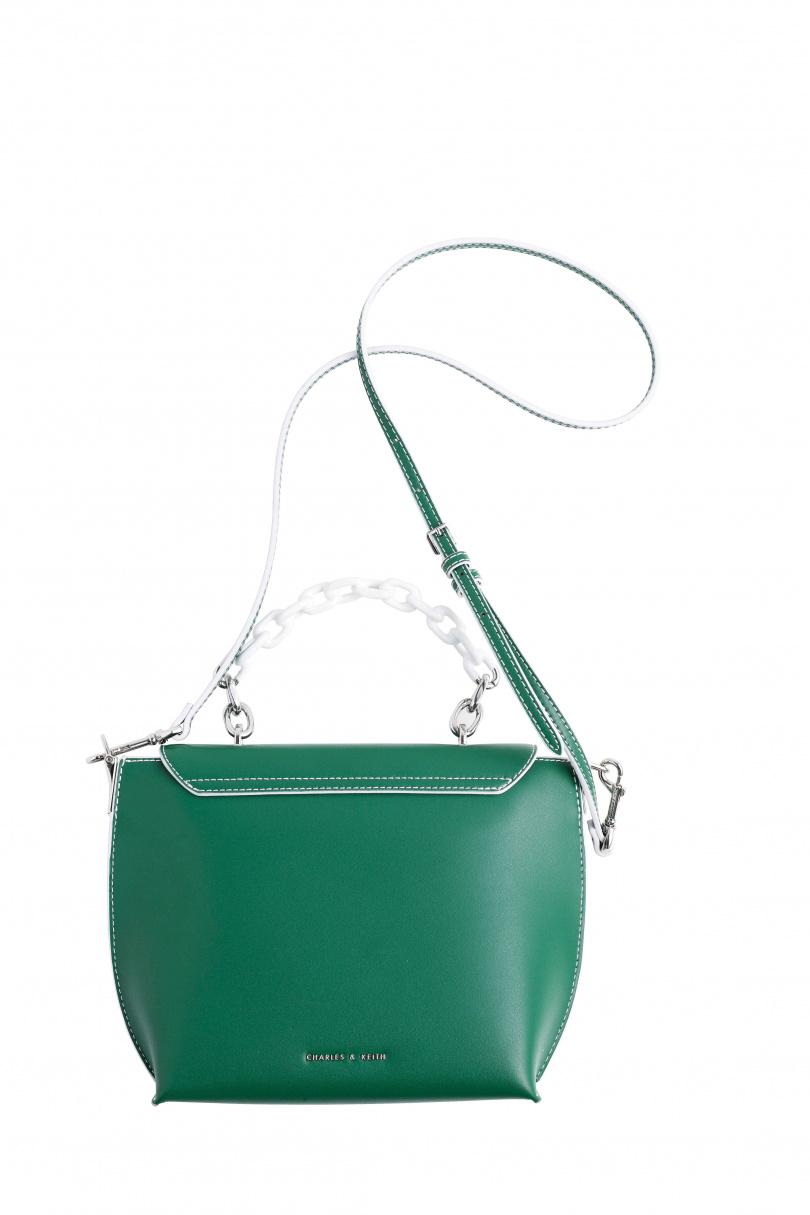 CHARLES & KEITH綠色肩背包/約1000多元。(圖/戴世平攝)