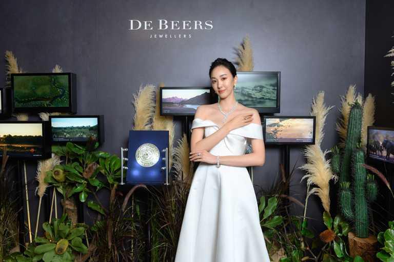 凱渥名模張敏紅,優雅演繹DE BEERS「Nature's Origins」系列頂級珠寶的璀璨風華。(圖╱DE BEERS提供)