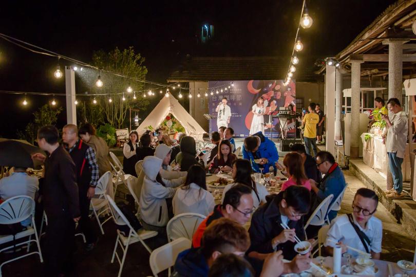 現場氣氛熱鬧,許多咖啡系列的餐點讓你大開眼界!