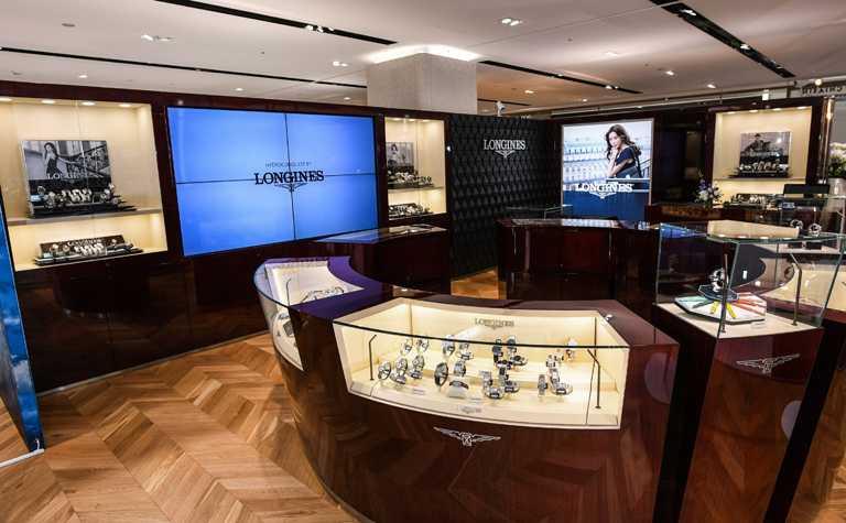 浪琴表遠百信義A13名品店,採用開放式的舒適鑑賞空間,結合頂級尊榮服務。(圖╱LONGINES提供)