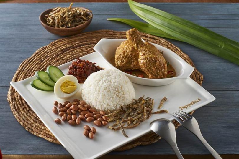 馬來西亞國民美食—椰漿飯搭配咖哩雞。