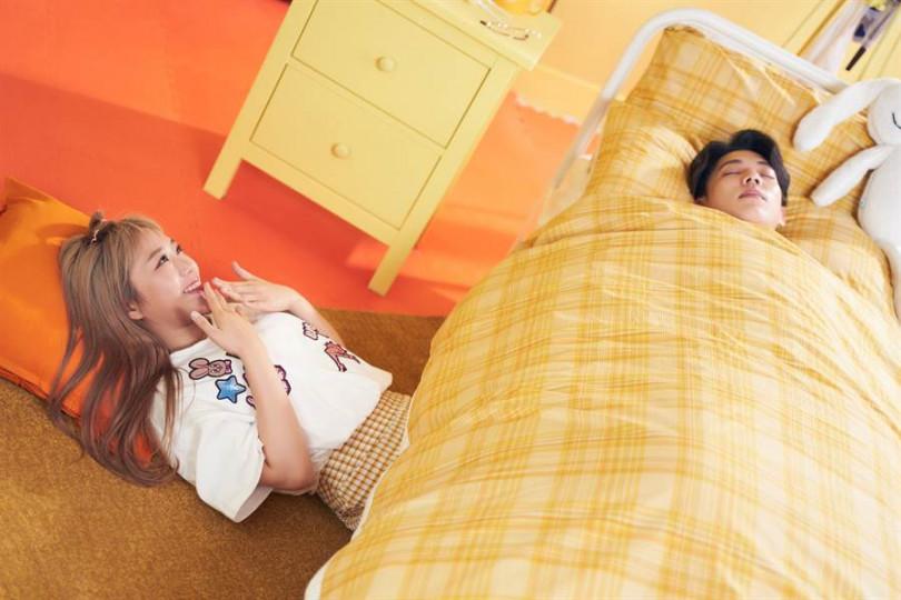 鄭茵聲與男主角有另類床戲。(圖/索尼提供)
