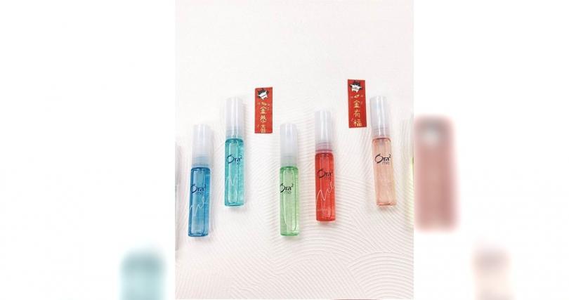 Ora2特有的口香噴劑外型小巧可愛,偷偷放在口袋一點也不明顯,隨時使用超方便,有多種口味可依喜好選擇喜歡的香氣唷!Ora2me淨澈氣息口香噴劑6ml / 129元。(圖片/IG@ora2_taiwan)