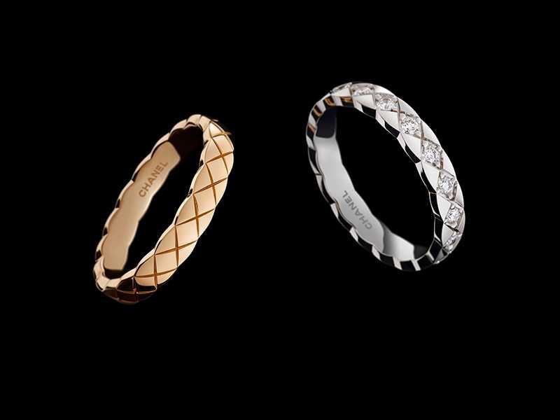 (左)CHANEL「COCO CRUSH系列」18K黃金窄版戒指╱40,000元;(右)CHANEL「COCO CRUSH系列」18K白金鑲鑽窄版戒指╱106,000元(圖╱CHANEL提供)