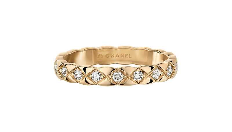 CHANEL「COCO CRUSH系列」18K Beige米色金鑲鑽窄版戒指╱105,000元(圖╱CHANEL提供)