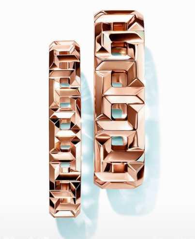 TIFFANY & CO.「T True系列」18K玫瑰金鏤空T字設計戒指╱(左)30,000元;(右)47,500元(圖╱TIFFANY & CO.提供)