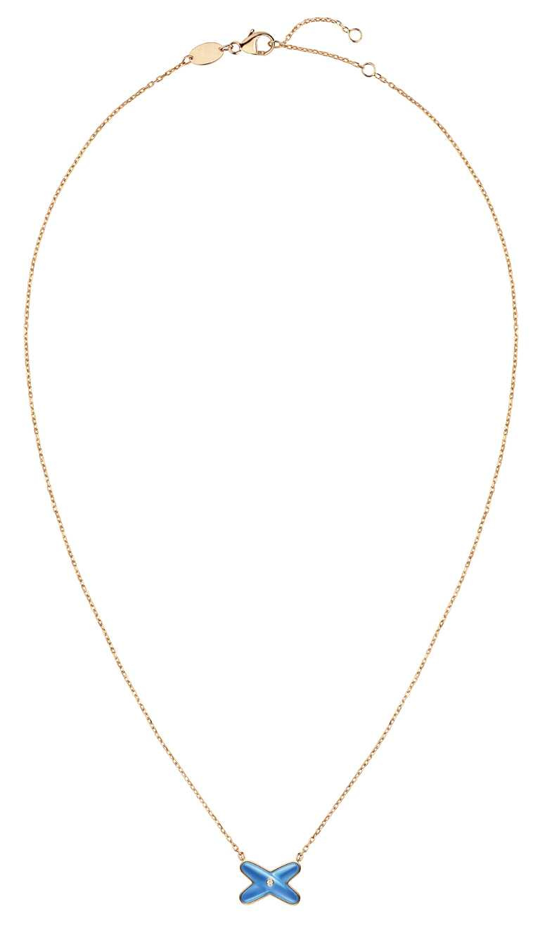 CHAUMET「Jeux de Liens Harmony」系列,18K玫瑰金鑲嵌藍瑪瑙和明亮式切割鑽石吊墜╱55,000元。(圖╱CHAUMET提供)