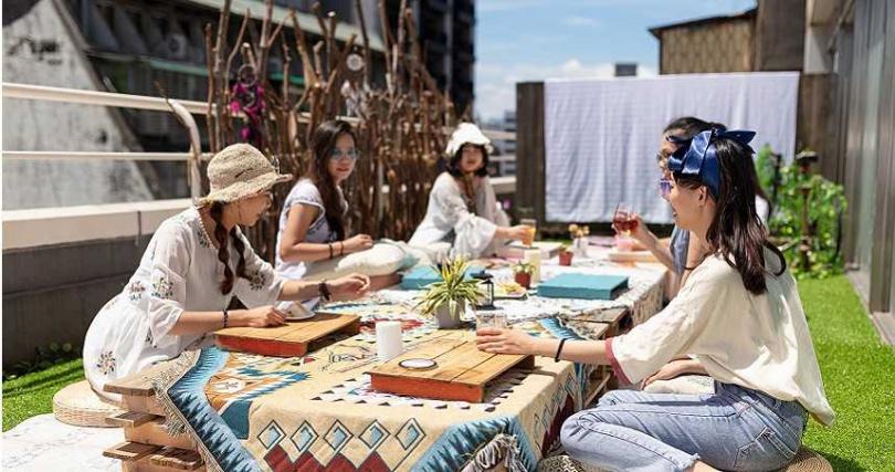 旅客可以在旅店和眾多好友一起體驗高空野餐。(圖/路徒行旅提供)