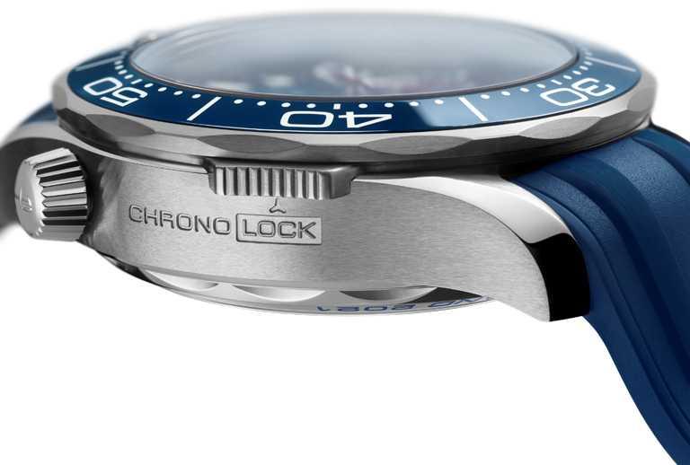 獨家「Chrono Lock」碼錶鎖定系統,能在需要時確保碼錶的正常運作,對於海上運動是一項必要功能。(圖╱OMEGA提供)
