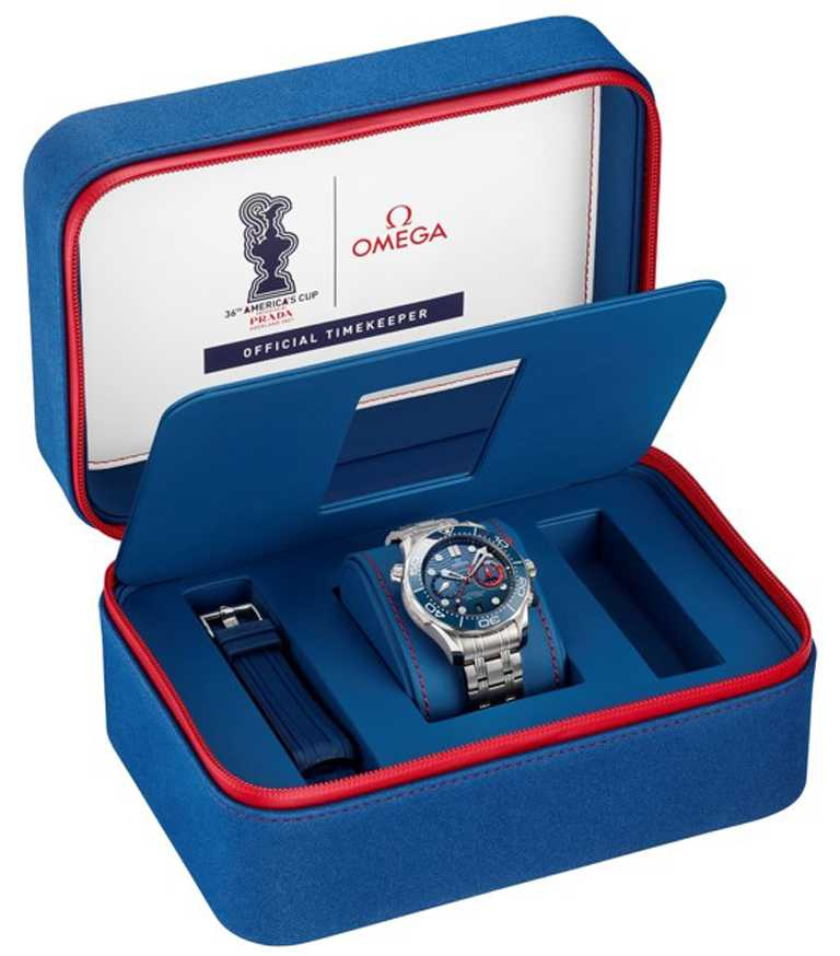 OMEGA「Seamaster海馬潛水300米」系列美洲盃計時碼錶,採用美洲盃色彩的特製錶盒,極具收藏魅力。(圖╱OMEGA提供)