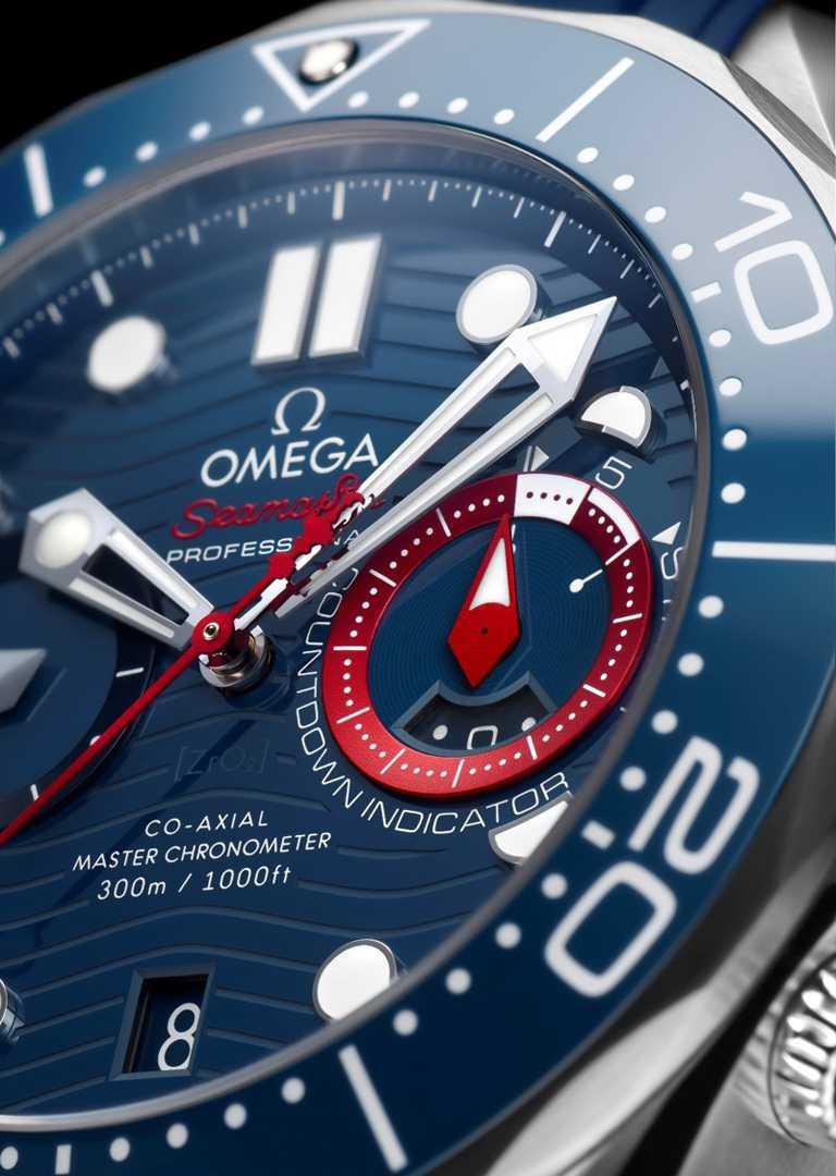 雷射雕刻波浪圖案錶盤,設置紅色陽極氧化鋁「帆船賽倒數指示環」、紅色陽極氧化分鐘,以及靈感來自船身造型的鍍銠小秒針。(圖╱OMEGA提供)