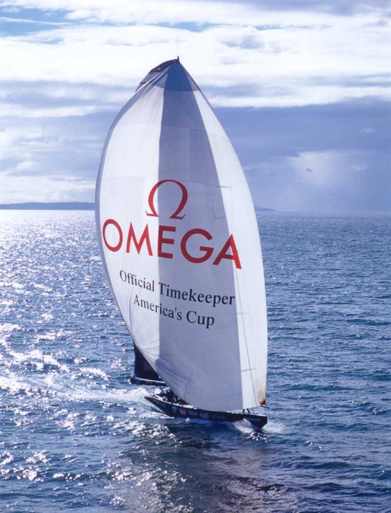 由OMEGA贊助的阿聯酋航空紐西蘭船隊,今年賽事採用先進的AC75新型單體帆船。(圖╱OMEGA提供)