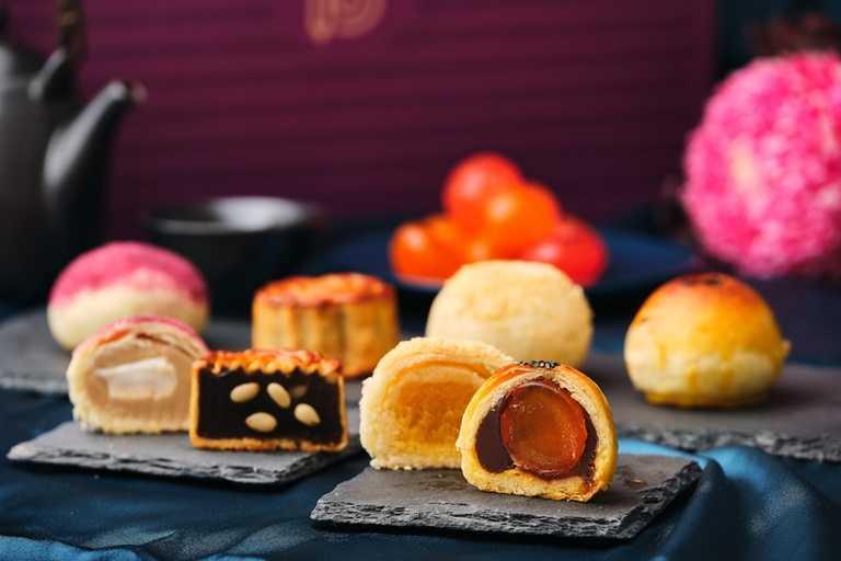 「雲端CHILL月禮盒」一次可嘗到金沙奶黃酥、蘭姆蛋黃酥、芋香千層酥、廣式月餅等四種口味。
