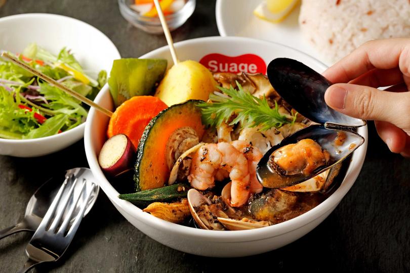 「綜合海鮮湯咖哩」為台灣限定口味,420元。(圖/Suage提供)