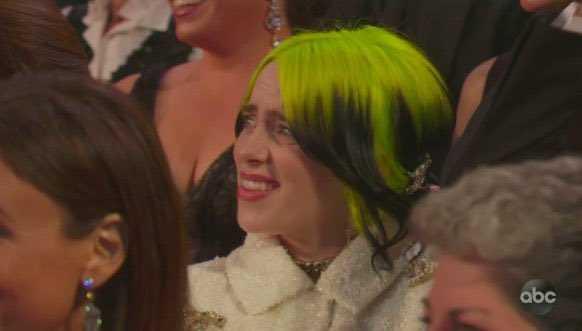 怪奇比莉的表情被網友拿來討論。(圖/翻攝自網路)