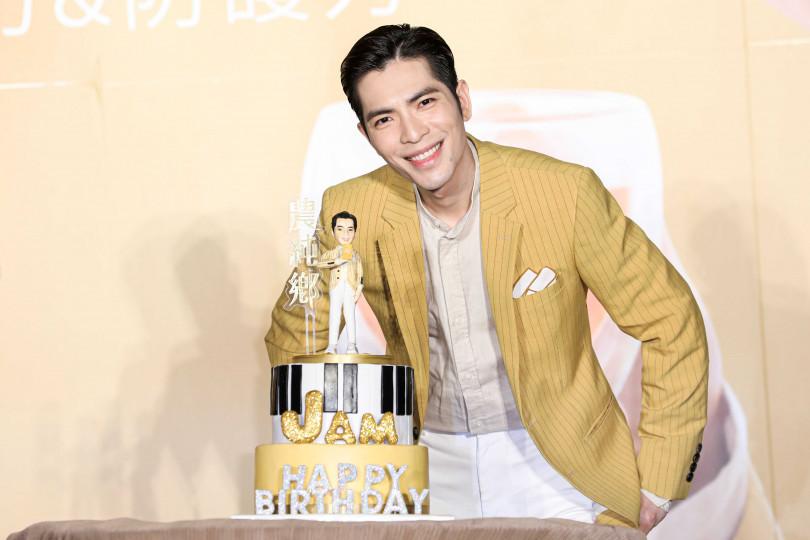 30日蕭敬騰將迎來33歲生日,提前慶生的他再度許下世界和平的生日願望。(攝影/林士傑)
