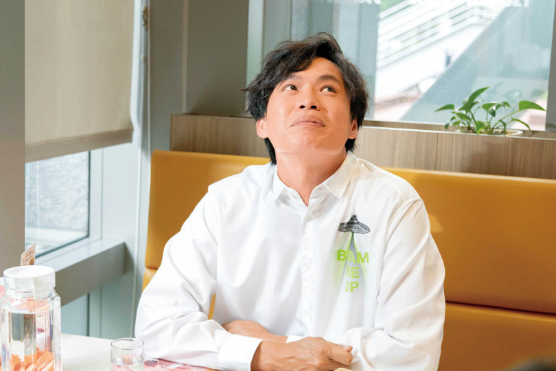 從諧星轉戰演員的黃鐙輝,去年獲得金鐘獎的肯定,讓他對表演有更多想法。(圖/林士傑攝)