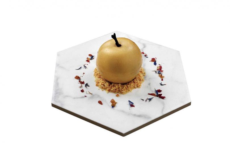 延續玫瑰紅茶創作出的「阿芙蘿黛蒂的金蘋果」,苦甜綜和的滋味絲毫不膩口。(180元)(圖/于魯光攝)