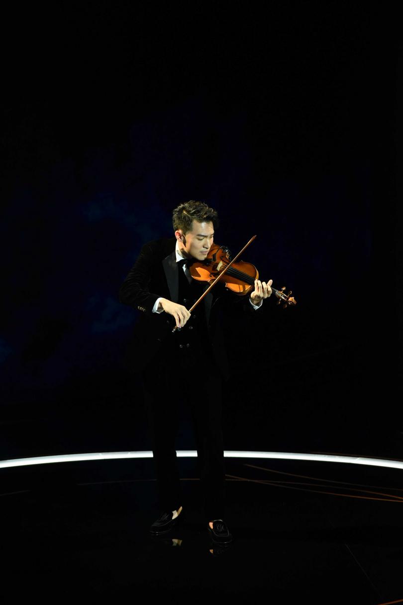 由小提琴家陳銳帶來「永遠的新天堂樂園」開場表演,帶出本屆所有入圍影片。(圖/金馬執委會提供)