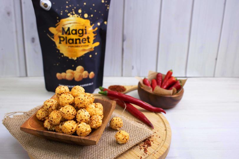 重新推出的「青花椒麻爆米花」保留了香、麻、辣、脆。(150元,圖/Magi Planet星球工坊提供)
