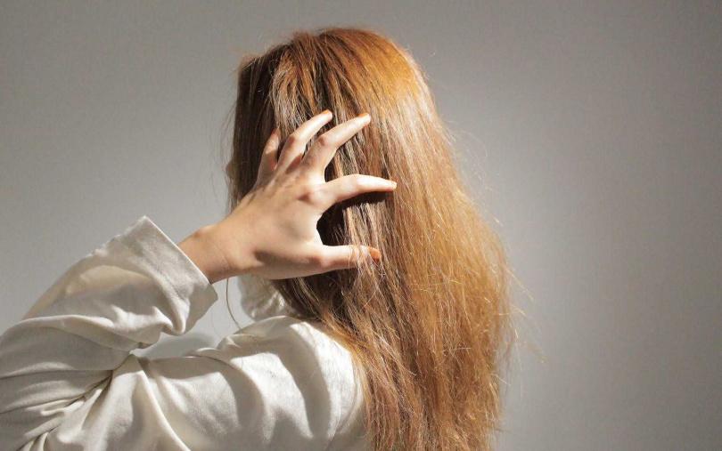 頭髮打結硬扯開,是大NG行為。(圖/品牌提供)