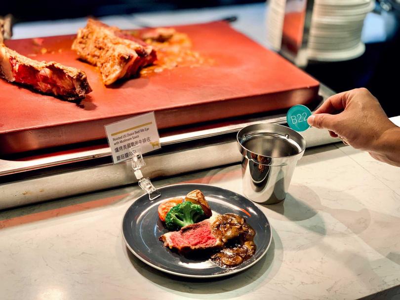 全面改採現點現做、單人份餐點與專人送餐。