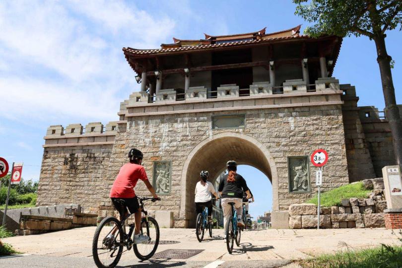 單車旅遊串連許多古蹟與歷史建築景點。