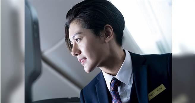 《帥T空姐》小蠻王承嫣扮「空少」,造型英氣逼人。(圖/金禾創意、三映電影提供)