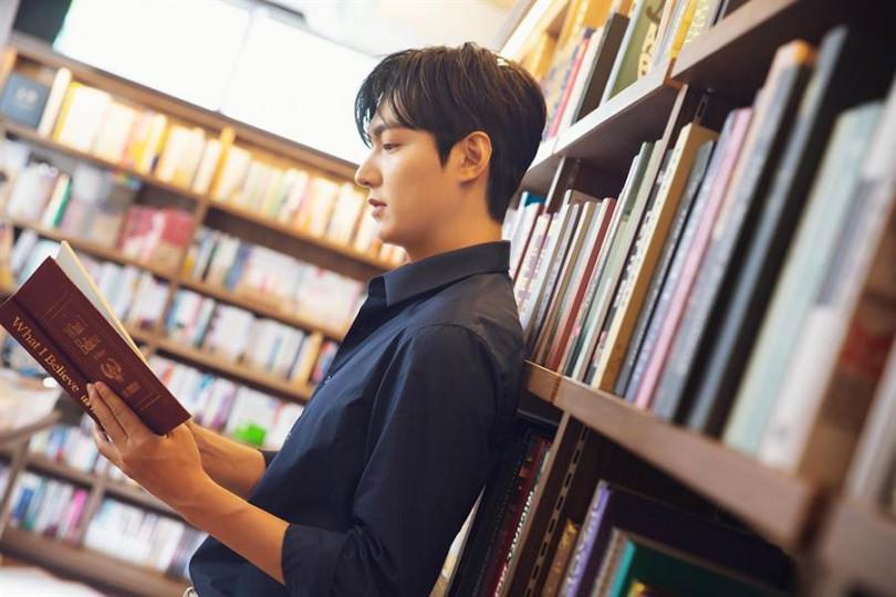 李敏鎬的廣告在「全世界最美書店」拍攝。(圖/正官庄提供)