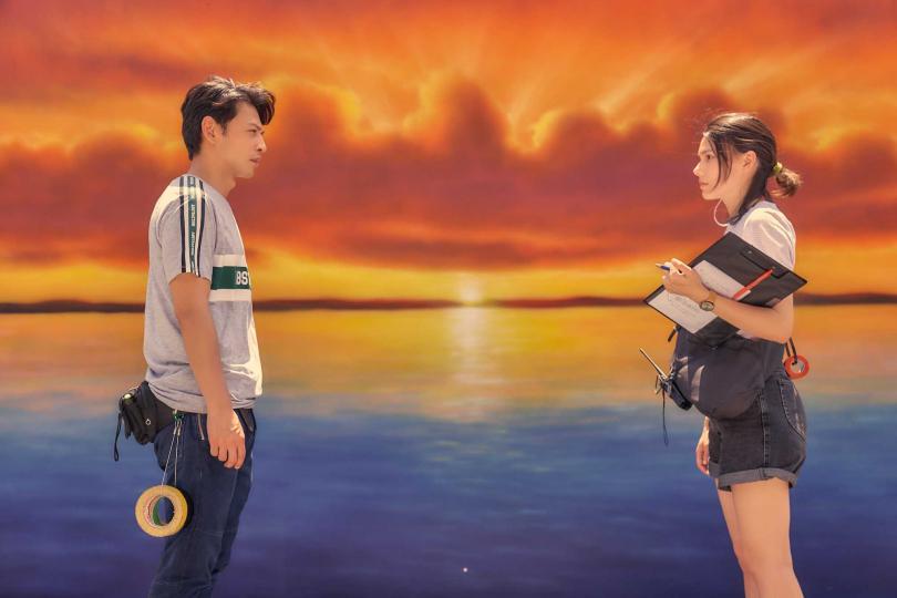 阿KEN(左)與紀惠欣兩人將展開練習談戀愛的不NG訓練。(圖/藝起娛樂提供)