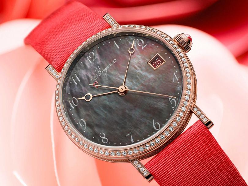 Breguet「Classique 9065經典系列」大溪地珍珠母貝鑽錶,全台限量1只╱922,000元(圖片提供╱Breguet)
