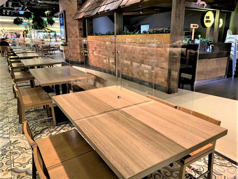 B3美食街上百位的四人用餐區,都裝設了隔板。(圖/ 京站時尚廣場)