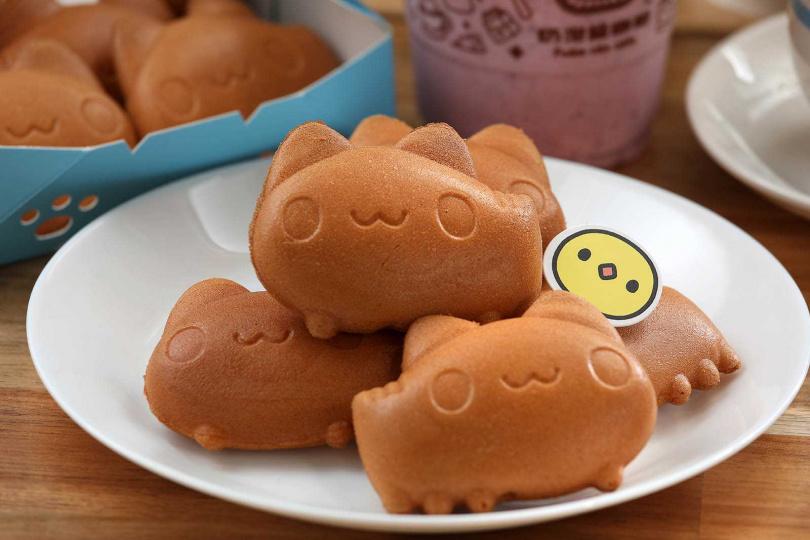 現點現烤的「咖波燒」,外皮酥脆,內層則口感溼潤有如蛋糕。(100元/5個)(圖/于魯光攝)