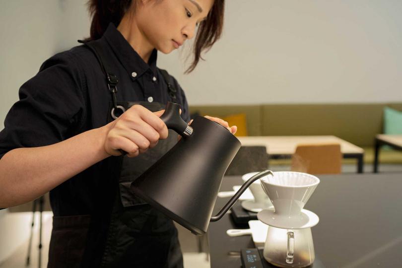 專業咖啡師進駐。(圖/宇宙小艇提供)