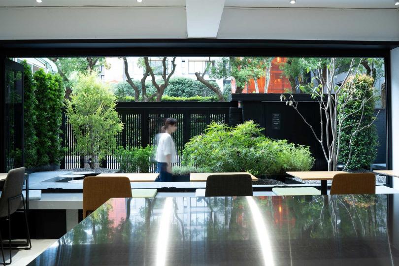 由名師操刀設計的庭園充滿綠意。(圖/宇宙小艇提供)