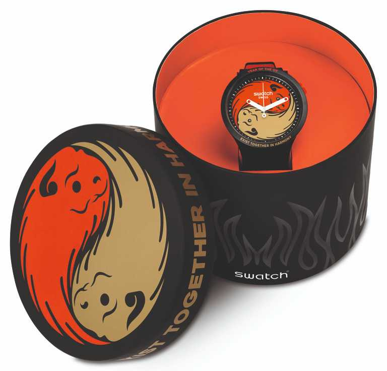 SWATCH「牛轉乾坤」牛年生肖特別版腕錶,採用圓型造型錶盒,寓意萬事圓滿。(圖╱SWATCH提供)