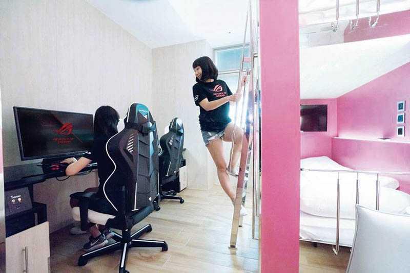 採上下舖床位設計的房型,騰出更多的玩樂空間,並營造學校宿舍般的氛圍,讓玩家滿載青春熱血。(圖/翻攝自網路)