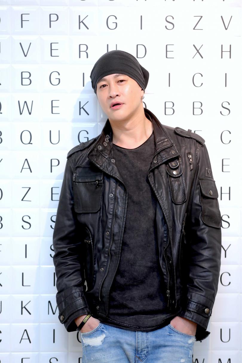 何潤東剃了寸頭,以示自己導演的決心,自認模樣不太好看,特別戴帽子遮住。(圖/施岳呈攝影)