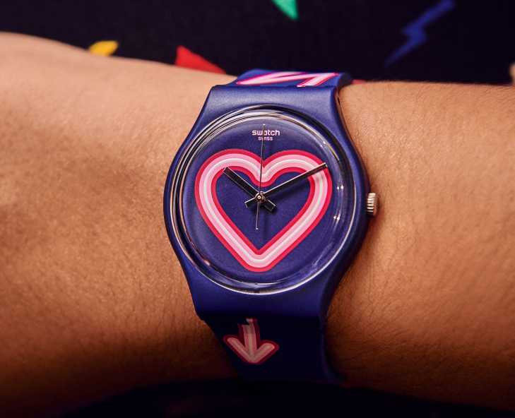 SWATCH The Power of Love系列「Flash of Love愛超閃」腕錶╱2,200元(圖╱SWATCH提供)