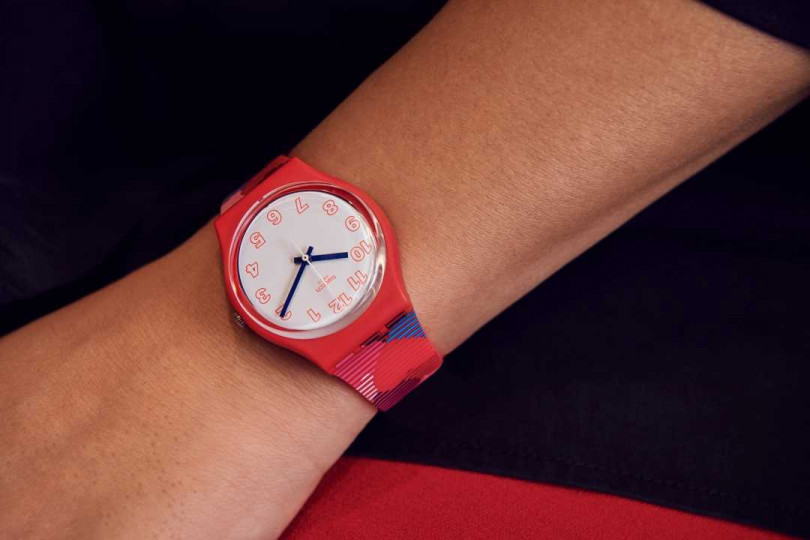 SWATCH The Power of Love系列「Heart Lots愛滿載」腕錶╱2,200元(圖╱SWATCH提供)