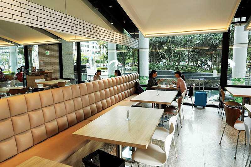 占地二○○坪的吳寶春麥方店(台北店),提供三十個座位讓客人內用。(圖/于魯光攝)