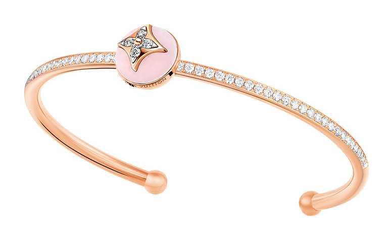 LOUIS VUITTON「B Blossom」系列,玫瑰金粉紅蛋白石鑽石手鐲╱416,000元。(圖╱LOUIS VUITTON提供)